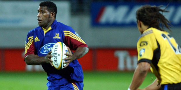Seru Rabeni goes up against Tana Umaga when playing for the Highlanders. Photo / Getty