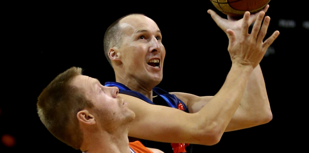 Phill Jones goes to the rim against the Southland Sharks. Photo / Photosport