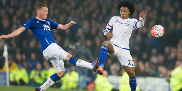 Everton's James McCarthy, left, fights for the ball against Chelsea's Willian during an English FA Cup quarter-final football match. Photo / AP