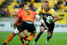 Brad Shields of the of Wellington Hurricanes (R) runs with the ball during the Super Rugby match between New Zealand's Wellington Hurricanes and Argentina's Jaguares. Photo/ Getty.