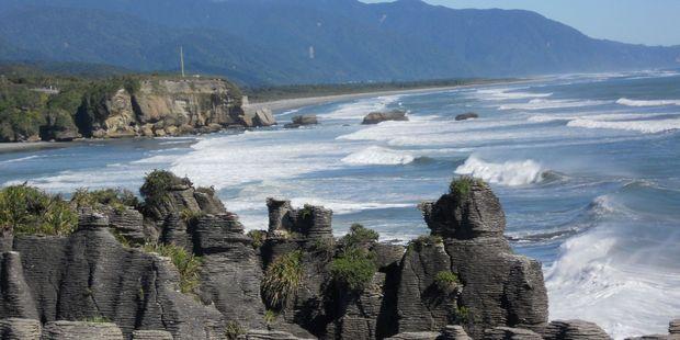 King tides are causing trepidation for Punakaiki coastal property owners. Photo / Jen Dillner
