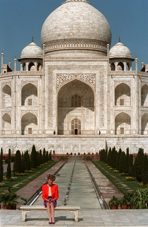 Princess Diana sits in front of the Taj Mahal in the Indian city of Agra, Tuesday Feb. 11, 1992. Photo / AP