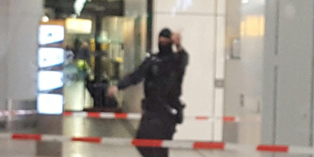 Loading Armed police at Schiphol Airport after a man was arrested. Photo:@matthew1447/Twitter