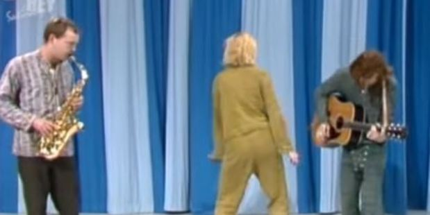 Cate Blanchett showed off some questionable dance moves along with her jazz singing.