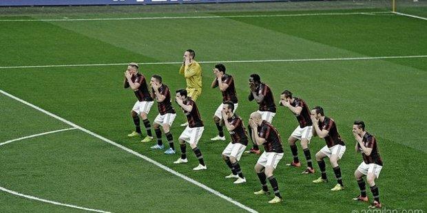 Loading AC Milan players performing a pre-match haka