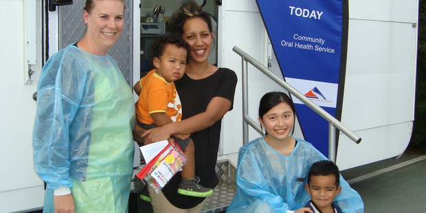 L-R: Dental Assistant Amy Mansell, Baby Thompson with mum Navia Maurirere, Dental Therapist Helen Yang and toddler Brooklyn at the drop in clinic at Western Heights.