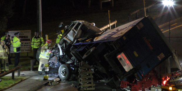 Loading The collision occured at the Te Atatu Rd and Roberts Rd intersection in Te Atatu South at 5am. Photo / Daniel Hines