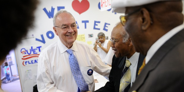 Former US Senator Harris Wofford greets campaign volunteers at a Pittsburgh, Pennsylvania campaign headquarters in 2008. Photo / Getty Images