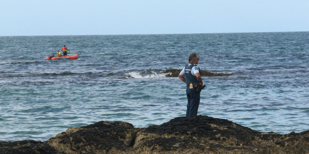 Sergeant Kevin Anderson at a shoreline search for missing diver Roydon Rangituatea Tapu.