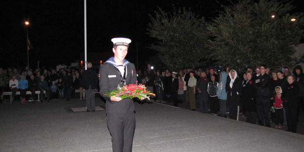 A representative of the HMNZS Hawea laid a wreath at the Dawn Service. Photo/Chris Steel