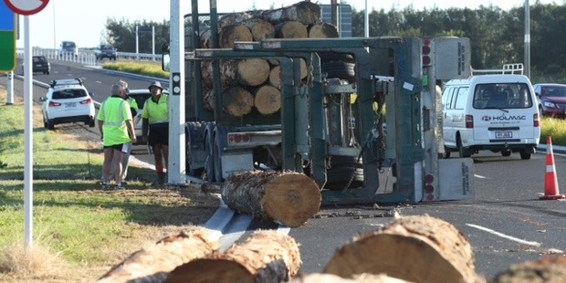 Loading A logging truck flipped its trailer while travelling on the Tauranga Eastern Link this morning. Photo/John Borren
