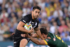 Kiwis halfback Shaun Johnson pushes away from Kangaroos captain Cameron Smith during the 2014 Four Nations final. Photo/Getty.
