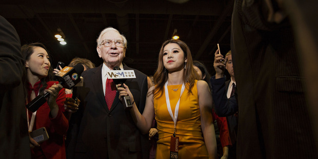 Warren Buffett, chairman and chief executive officer of Berkshire Hathaway Inc., second left, speaking with members of the media. Photo / AP