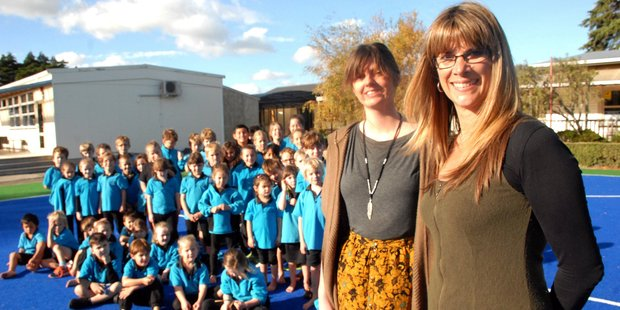 South Featherston School pupils, parents, staff and trustees yesterday welcomed new principal Tana Klaricich (right) and new middle years teacher Chloe Young. PHOTO/NATHAN CROMBIE