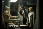 Rudy Mangano (Robert De Niro), Neil Walker (Bradley Cooper), Joy Mangano (Jennifer Lawrence).