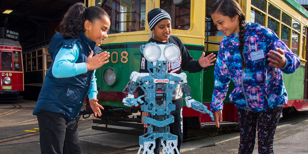 Students from Favona School enjoy robot dancing with a Meccanoid.
