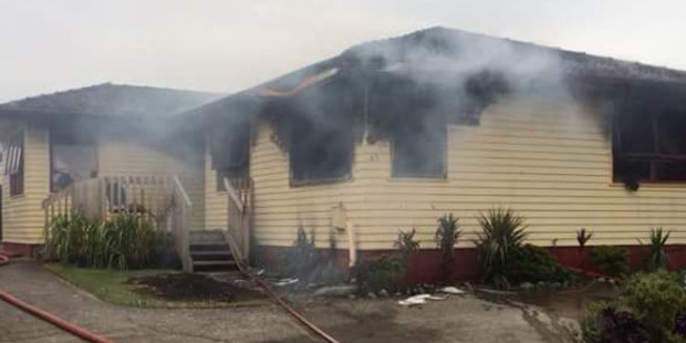 Loading Image showing a house fire in Mangere this morning. Photo: @firecommNZ/Twitter