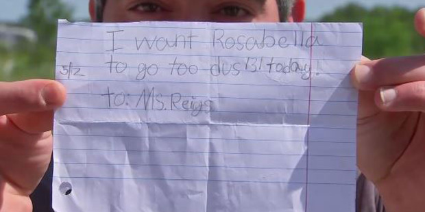 A note written by a 7-year-old student - who was then allowed her to catch a bus home  by herself. Photo / KTRK