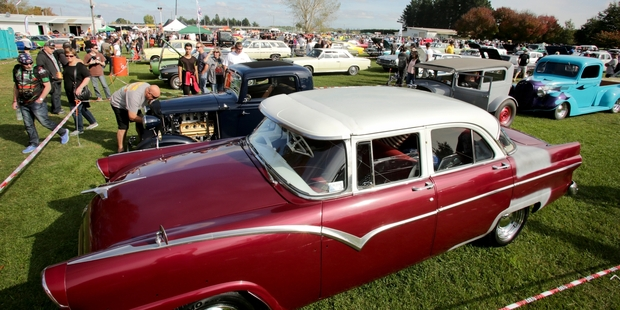 Cars and crowds at yesterday's 24th annual Marineland Street Rod and Kustom Klub Hot Road and Classic Car Festival. More than 4000 people came to Meeanee Speedway to look at hundreds of cars. Photo / Warren Buckland