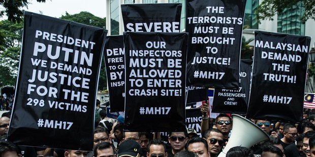 July 22, 2014: Malaysians hold up banners during a rally outside the Russian embassy in Kuala Lumpur. Photo / Getty Images