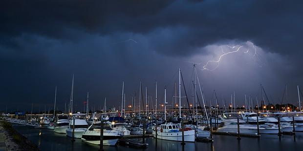 Lightning in Tauranga. Photo/George Novak