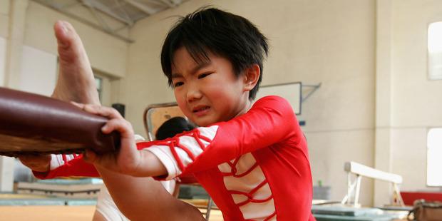 BEIJING, CHINA - JANUARY 13: Eight-year-old Niu Dongfang trains at the No. 2 Beijing Shuangqiao School January 13, 2005 in Beijing, China. Photo / Getty Images.