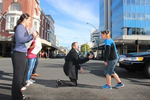 Marnus Bisschoff gets down on one knee for Amor Kisling on the corner of London and Victoria St