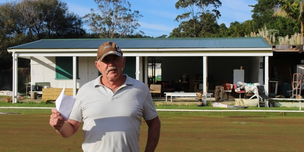 EUREKA! Rob Pink brandishing confirmation that the Hokianga Bowling Club's rates are to be refunded. PICTURE/MIKE EDMONDS