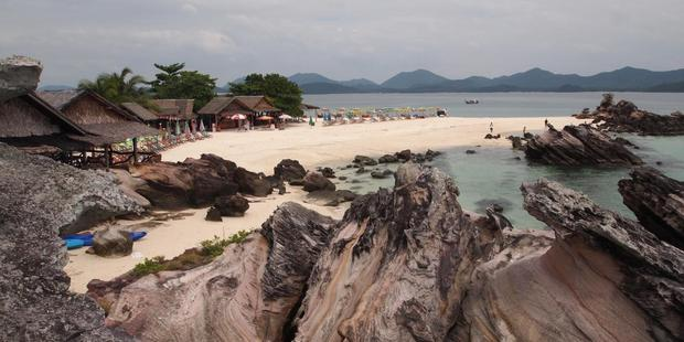 Tourist structures are being removed from the islands of Koh Khai Nok, Koh Khai Nui and Koh Khai Nai. Photo / Walter Lim, Flickr