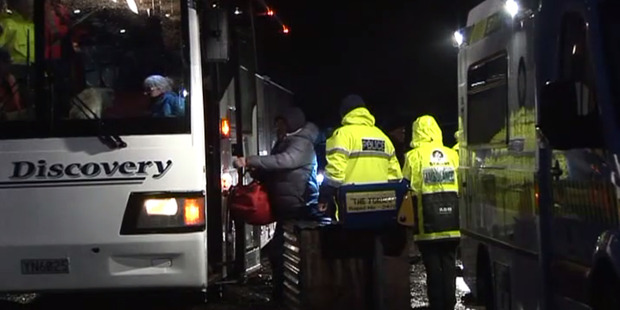 Loading 38 people are transferred into buses after being rescued from near Roxburgh after their cars were stuck in snow as heavy snow fell across the central Otago region. Photo / Broadcast media