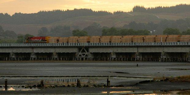 A train goes across Estuary Bridge. Photo / Warren Buckland