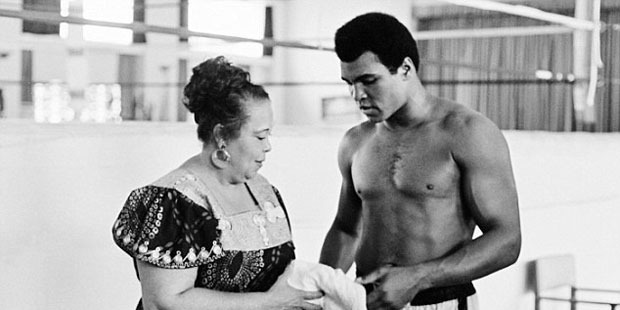 Ali with his mother Odessa Clay during a training session days before the Rumble in the Jungle.