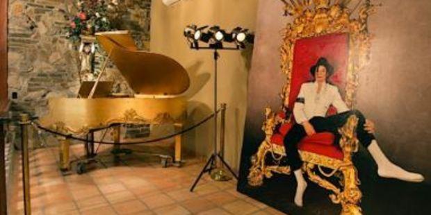Art piece of Michael Jackson alongside his piano.