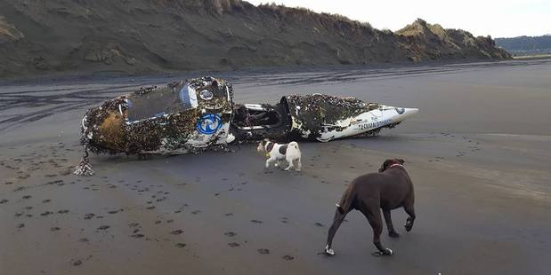 Loading The kayak built by Australian Stuart Clearly washed up on Muriwai Beach this morning after 18 months at sea. Photo / Barry Cole