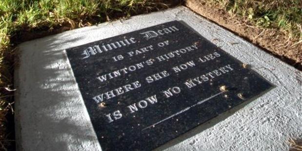 Minnie Dean's gravestone.