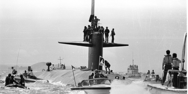 Protesters calling for a nuclear-free Pacific, and police launches, greet the nuclear submarnie USS Haddo when it visited in 1979. Photo / NZ Herald Archives