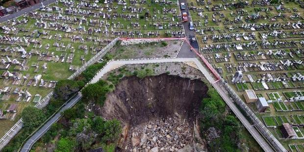 Historic Waverley Cemetery was damaged in this week's storms.  Photo / News Corp