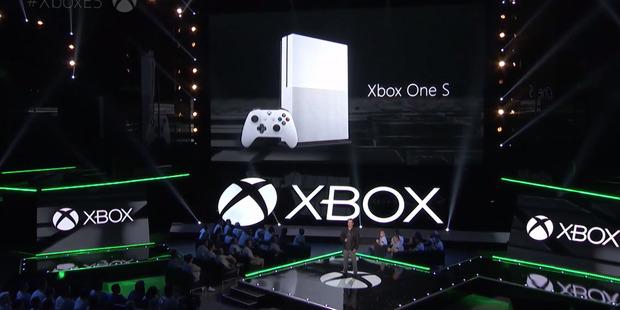 Loading Microsoft's Xbox event at the 2016 E3.