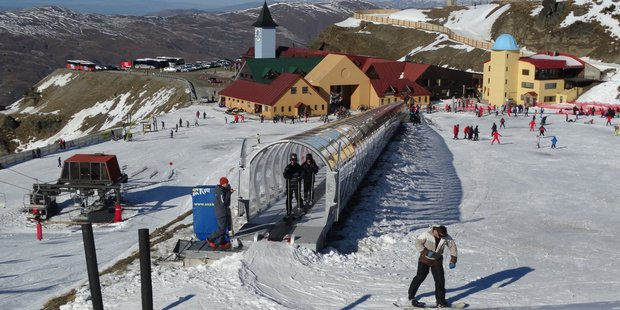 South Islanders are feeling the effects of a cold snap forecast to bring snow to some alpine areas. Photo / Otago Daily Times
