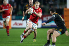 Aled Davies of Wales (C) makes a clear break during the rugby union match between the Super Rugby team Waikato Chiefs and Wales. Photo / Getty Images.