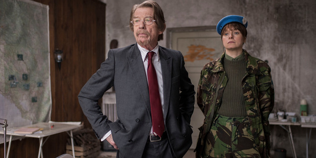Samantha Morton as Naomi and John Hurt as Tom in The Last Panthers.
