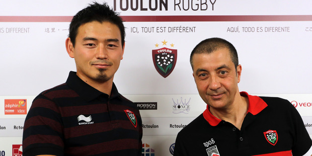 Ayumu Goromaru, left, shakes hands with RCT team owner Mourad Boudjellal during a press conference at the Mayol stadium of Toulon. Photo / AP