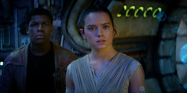 Star Wars: The Force Awakens actress Daisy Ridley accidentally turned her face yellow.