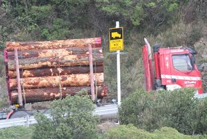 NZTA signage installed on Rimutaka Hill Rd, which is supposed to flash when a large vehicle is ahead and coming around a narrow corner. WAG 20Jun16 - UNDER SCRUTINY: NZTA signage installed on Rimu