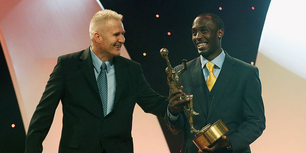 Australian basketball legend Andrew Gaze presenting Cedric Jackson with the NBL Most Valuable Player Award in 2013. Photo / Getty Images