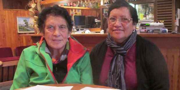 DETERMINED DUO: Uffie Keefe, left, and Elsie Valle are hoping a rest home is possible again for Taihape. PHOTO/LIN FERGUSON