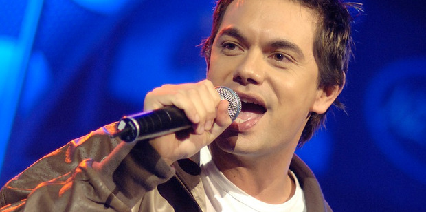 Nik Carlson performs in the 2005 talent show NZ Idol.