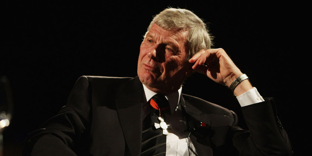 Sir Peter Snell talks to the audience during the New Zealand Olympic Committee Three Knights Dinner at Civic Theatre in 2009. Photo / Getty