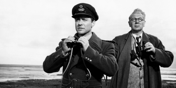 Richard Todd as Guy Gibson and Michael Redgrave as Barnes Wallis in 1955 film The Dam Busters.