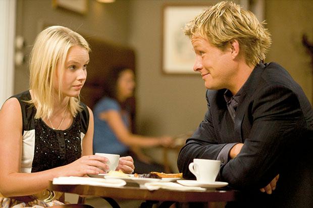 Sophie McKay (Kimberley Crossman) and Kieran Mitchell (Adam Rickitt) in Shortland Street.